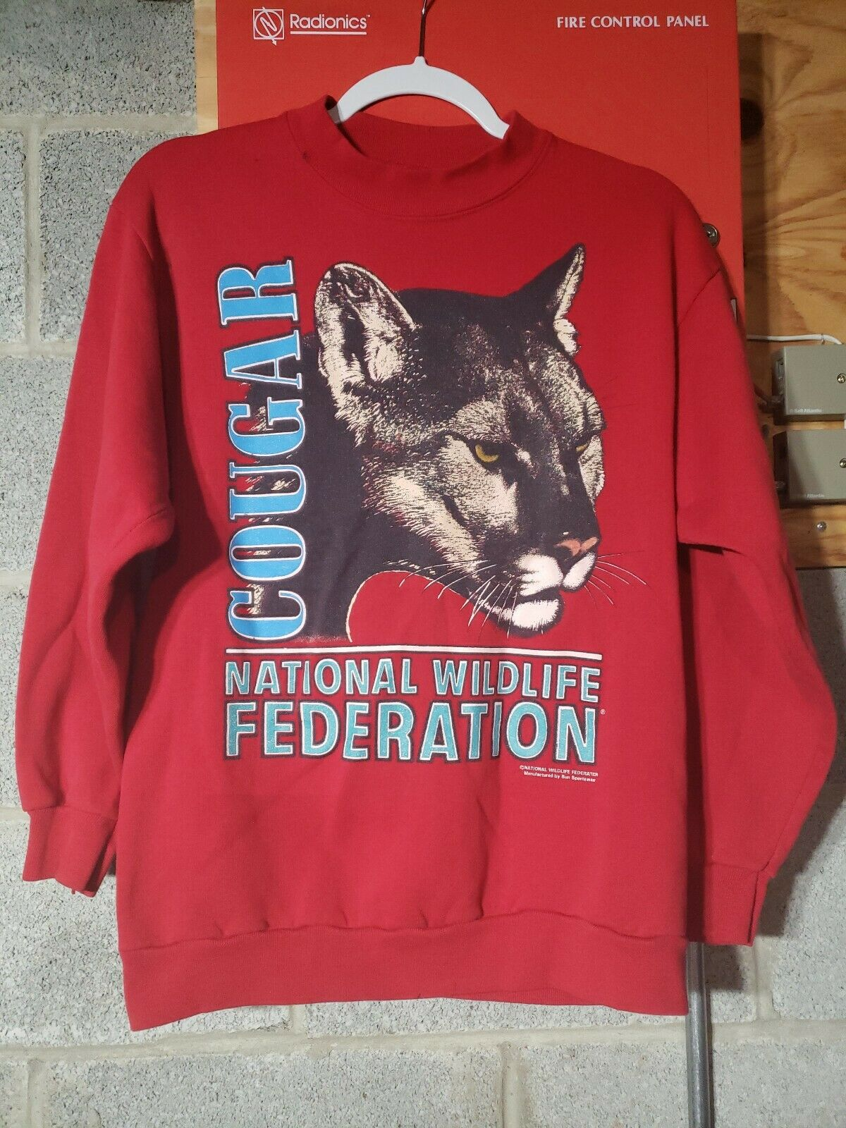 Amazing Vintage rare 80s Size Medium COUGAR National Wildlife Fed Red Sweatshirt