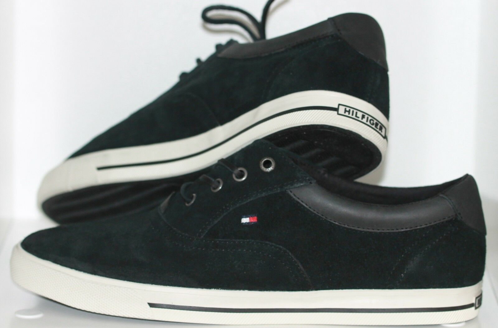 Sneaker Sportliche Schuhe von Tommy Hilfiger Schwarz Größe 44 Neu