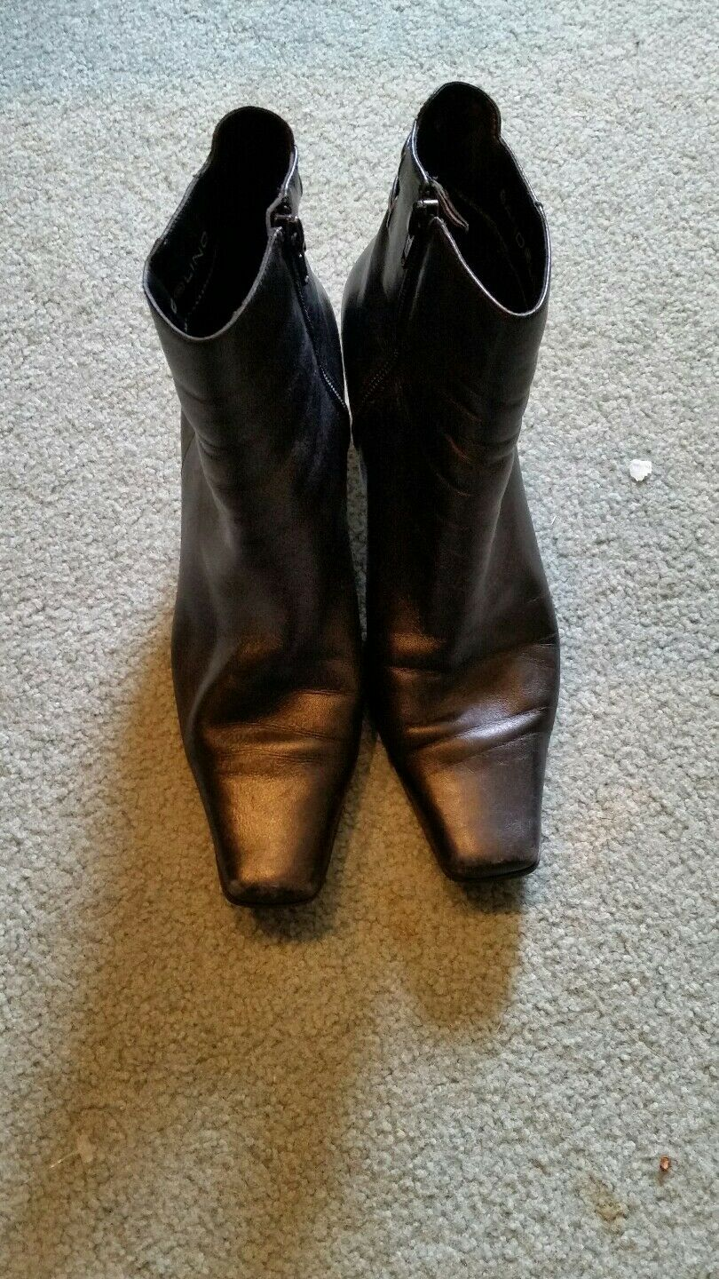 """Bandolino Black Leather Boots Size 7.5 M Fashion Ankle 2.5"""" Heels Height"""