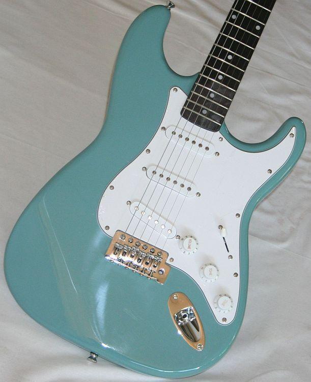 Neu, E-Gitarre Solidbody, klassisches St-Design, Vibrato, rauchblau, Zubehör G50