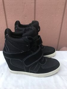 535e2d2ce3c2 EUC Zigi Soho Kickin Stud Black Hidden Wedge Fashion Sneaker Size US ...