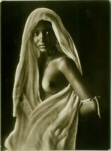 NUDE-BLACK-WOMAN-GREAT-REAL-PHOTO-POSTCARD-C-1920-RPPC-RISQUE-N-24-BG593