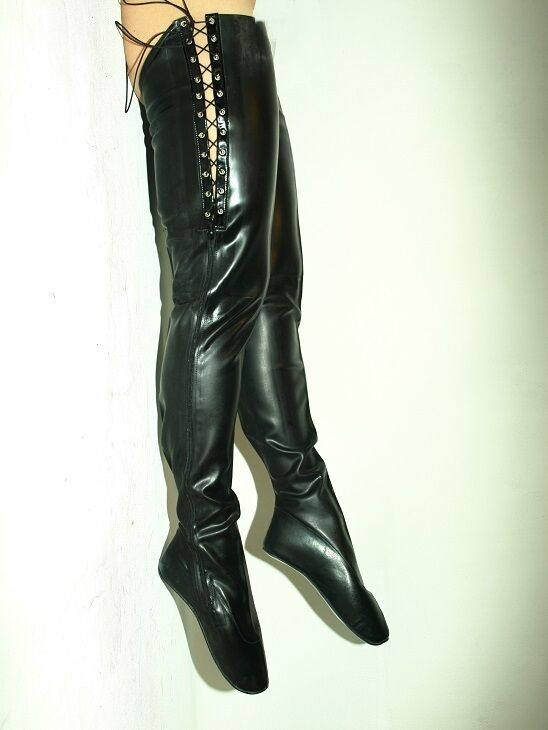 BLACK-RED LATEX RUBBER BALLET BOOTS SIZE 7-12- HEELS-0 - PRODUCER- PRODUCER- PRODUCER- POLAND 434088
