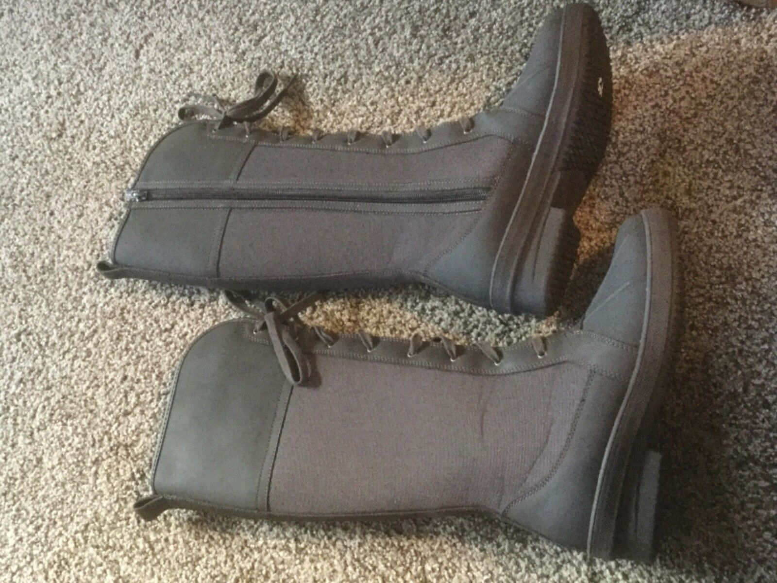 New In Box Clarks Carima Pluma Brown Snow Boots.  Size Womens 6.5