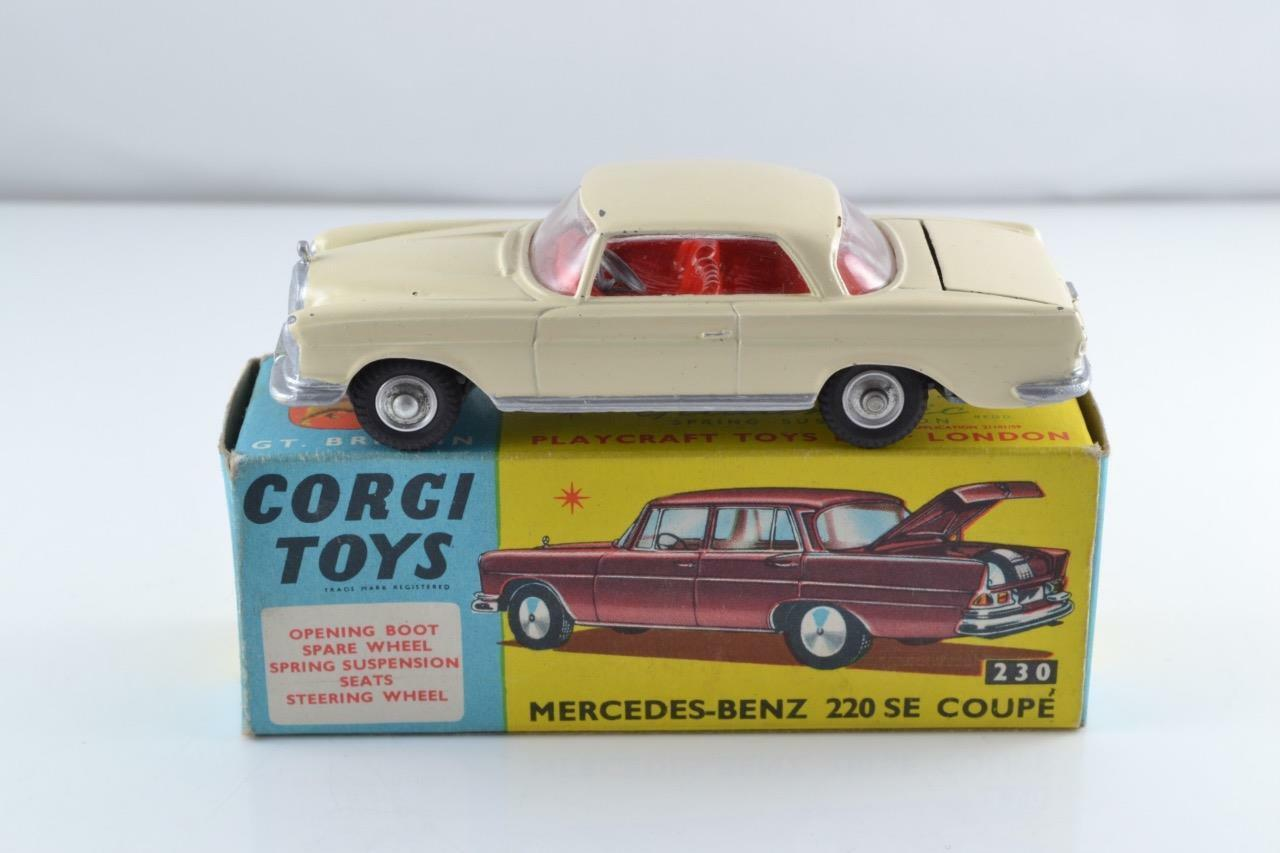 CORGI TOYS 230 230 MERCEDES 220 SE COUPE CREAM EXCELLENT BOXED ALL ORIGINAL