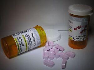 Dr-House-2-Tubes-de-Vicodin-comme-vu-dans-serie-House-Lot-2-tubes-Dr-House