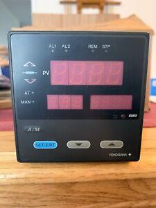 Yokogawa UT37E Temperature Controller