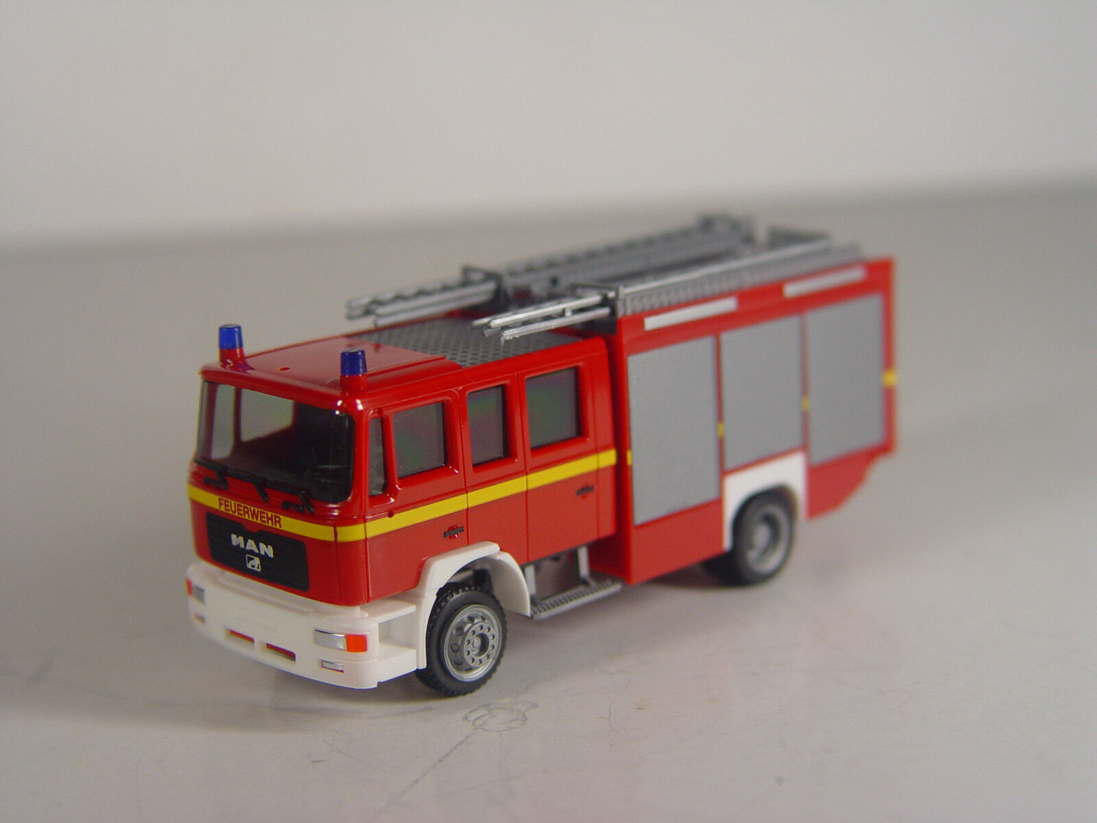 On TGS Pompiers Camion HERPA HO 1 87 Modèle 092906  e