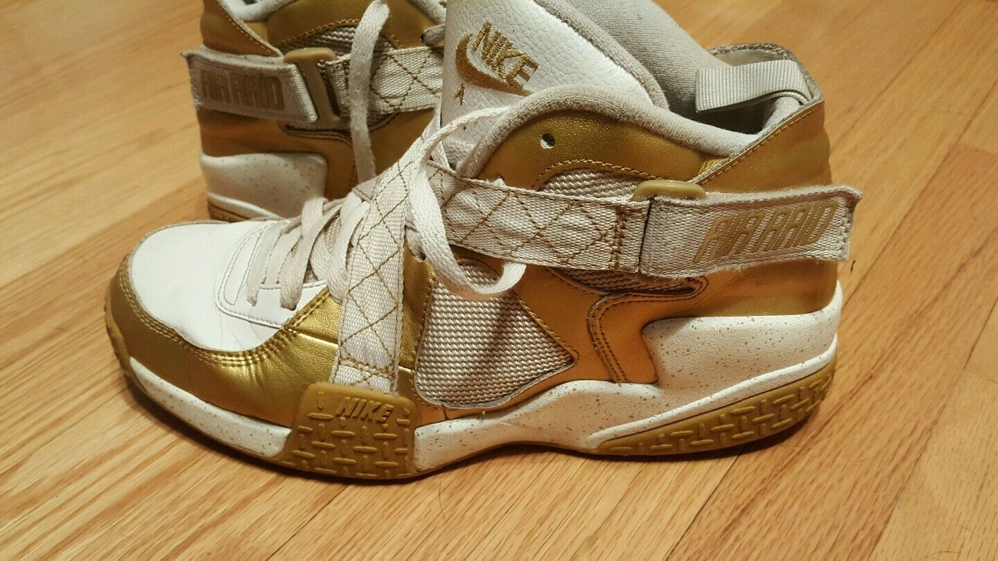 NIKE AIR RAID 642330 700 Mens Size 10.5 Gold Medal/Olympic Shoes