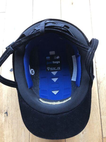 Ambizioso Just Togs Jte Black Velvet Riding Helmet Size Medium Famoso Per Materiali Selezionati, Disegni Innovativi, Colori Deliziosi E Lavorazione Squisita