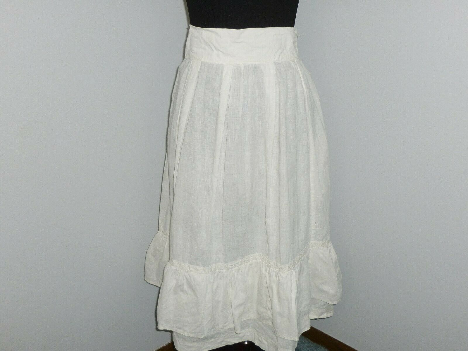 Antique LINEN Skirt~Embroidered Eyelet Lace Petti… - image 1