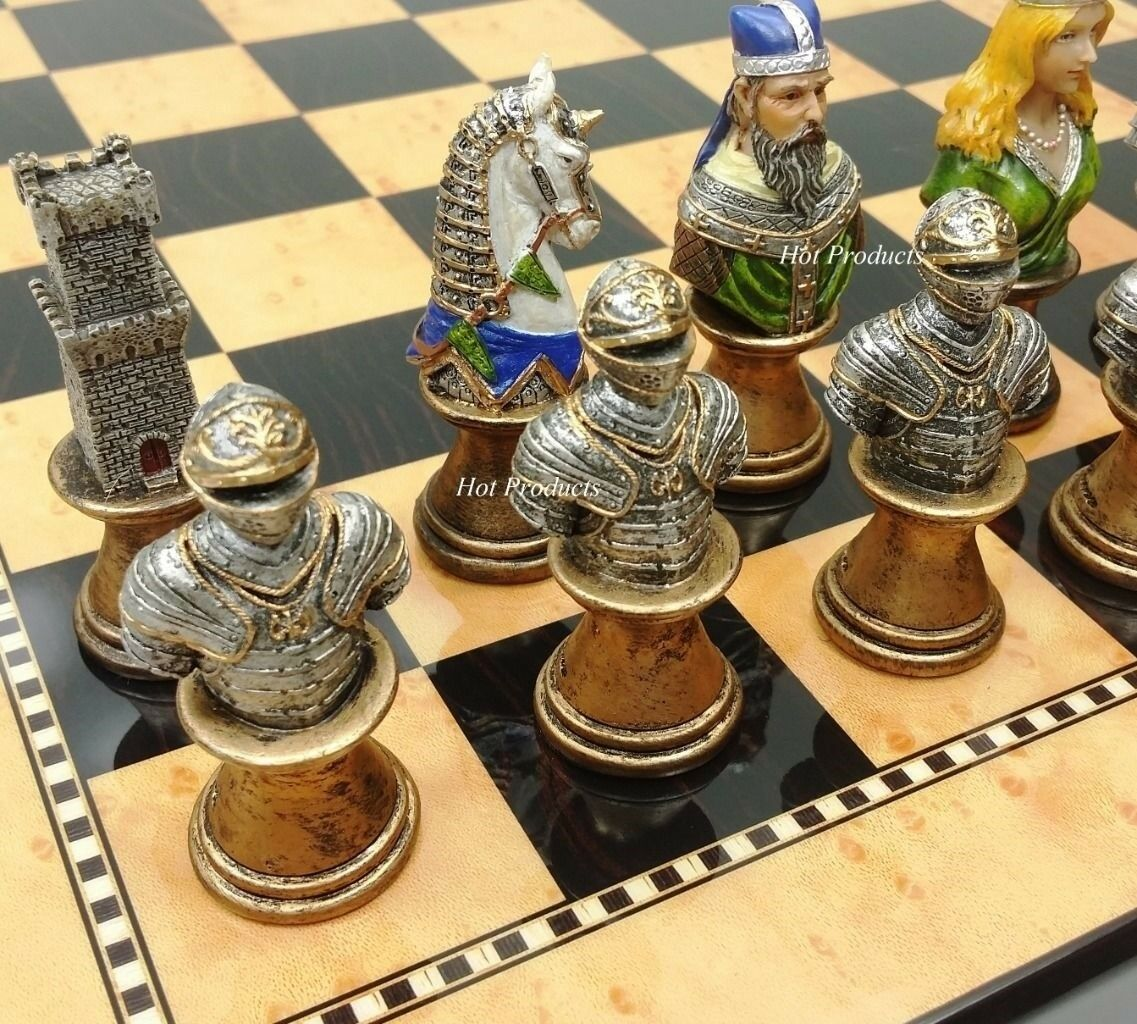 MEDIEVAL TIMES CRUSADES autobusTS PAINTED Chess Set 15  Walnut & Maple Coloreeee tavola