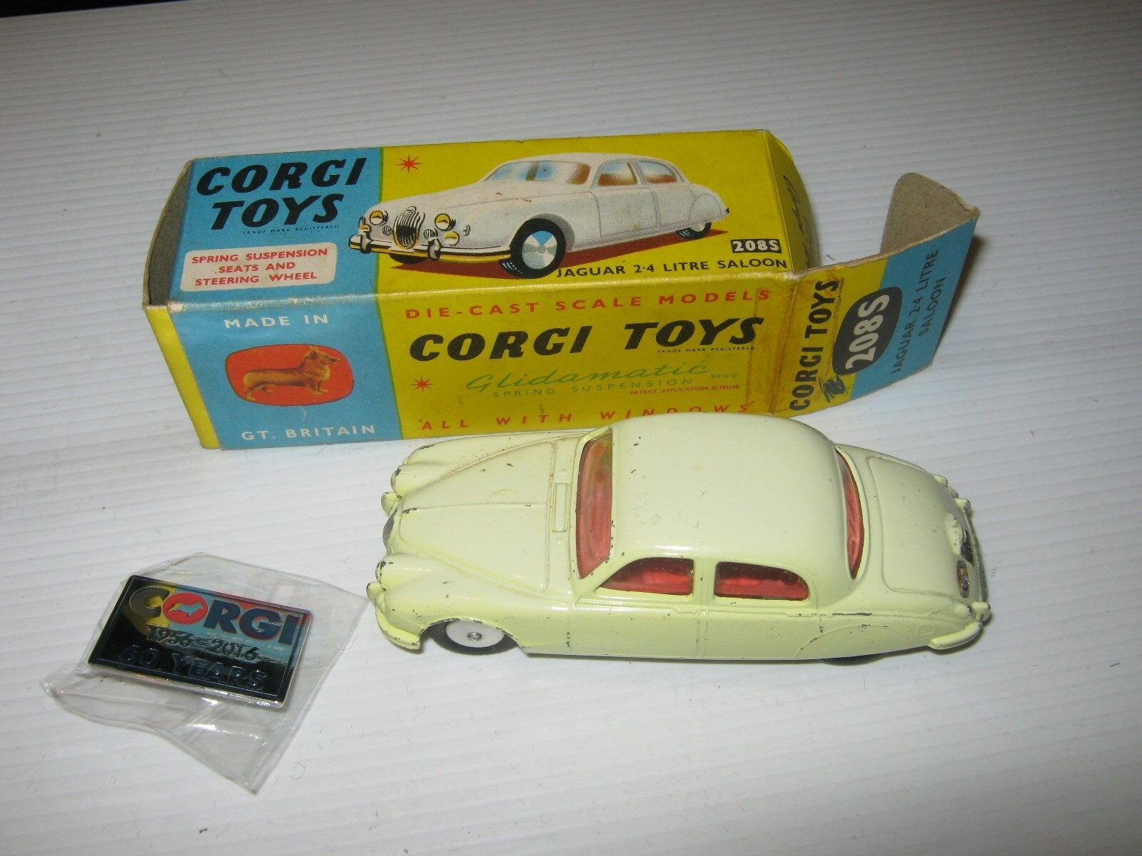 CORGI 208S JAGUAR 2.4 ORIGINAL LIGHT MARKS IN IN IN BOX VERY GOOD ORIGINAL AS SHOWN 5bbee3