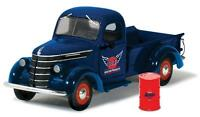 GULF 1938 INTERNATIONAL D-2 PICKUP TRUCK WITH BARREL 1 25 BY FIRST GEAR 49-0312 Toys