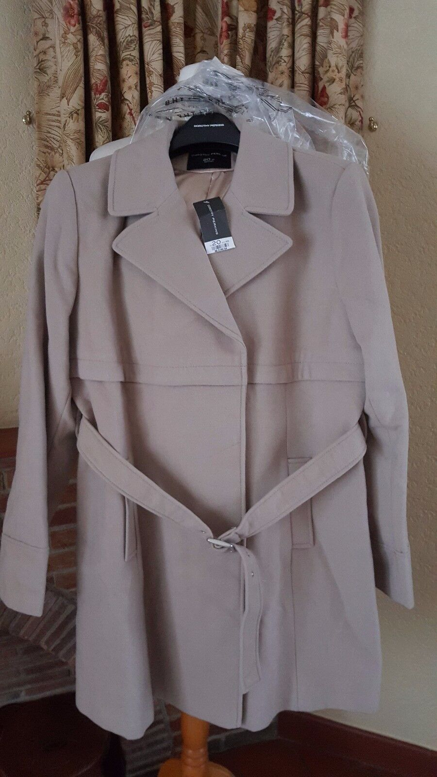 LADIES CAMEL BEIGE COAT FROM DgoldTHY PERKINS - NEW - SIZE 20 -REDUCED