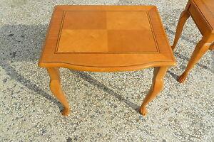 Tavolino-Luigi-filippo-intarsiato-in-masso-di-ciliegio