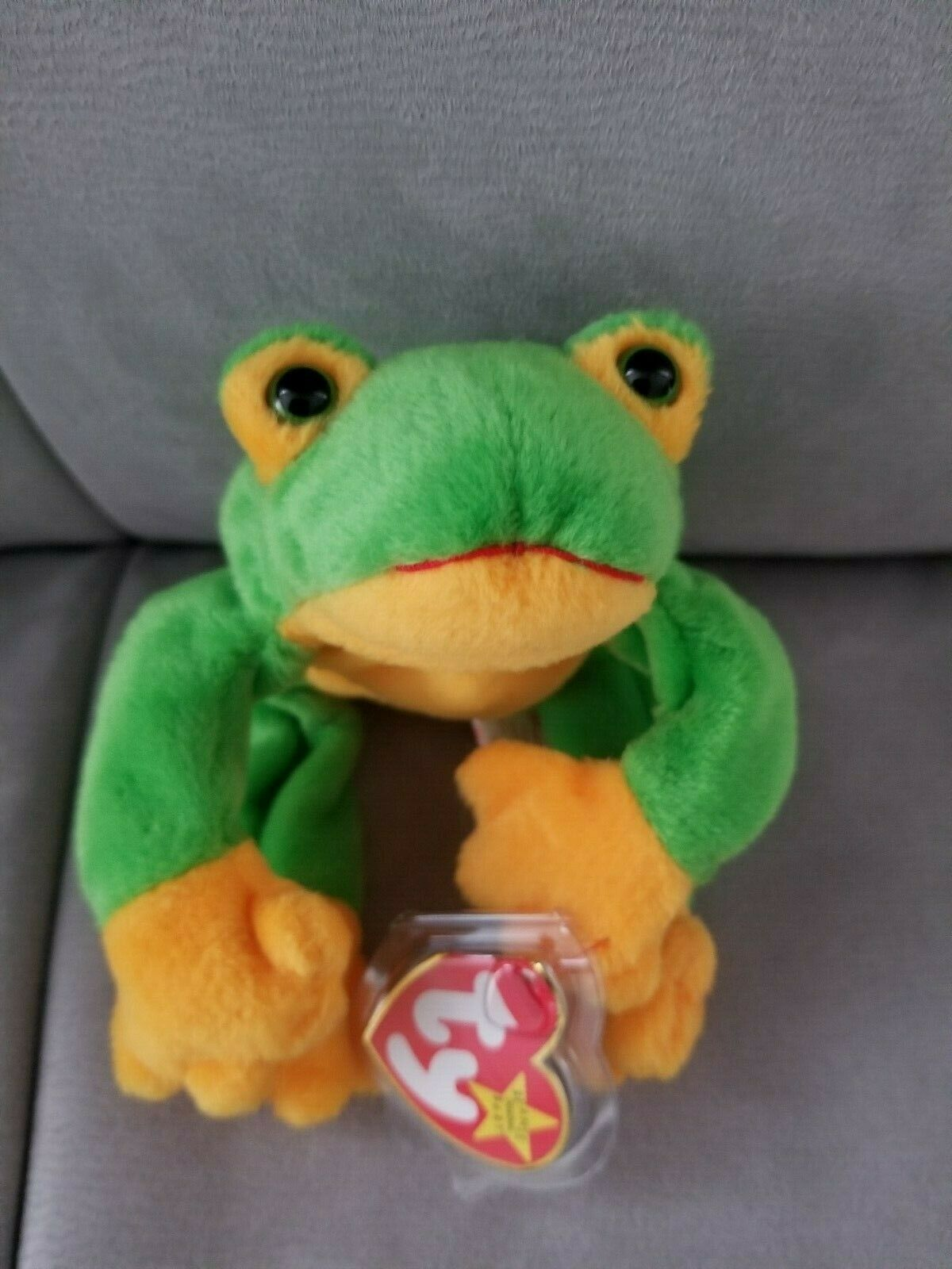 Ty Beanie Baby Smoochy The Frog with tuxedo Rare Retired- P.E. Pellets- 1997