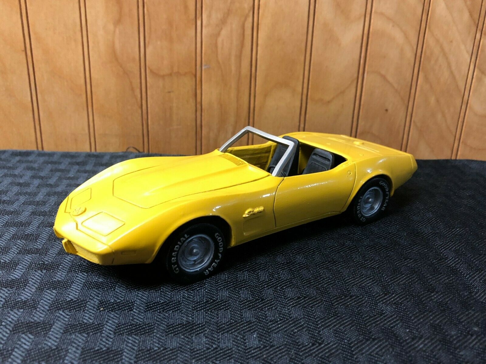 Mvm miniatura 1975 transformación del hurón en un Chevrolet Corvette.Cera 1   25 1979