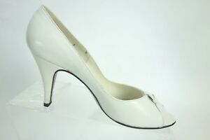 b8f4ab524223 Stuart Weitzman For Mr.Seymour Vintage White Leather Peep Toe Pumps ...