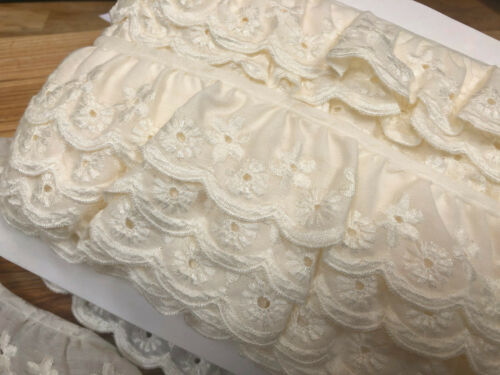 Very Pretty /& Dainty Cream Cotton Lawn Gathered Broderie Anglaise Lace