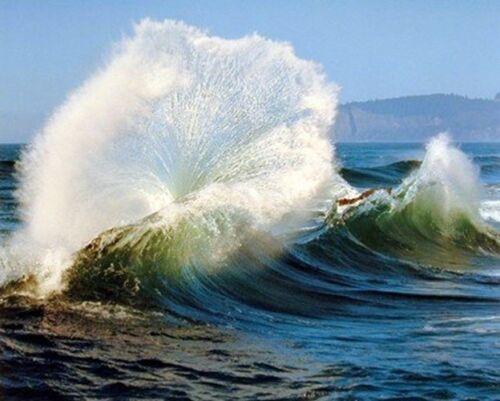 16x20 Crashing Wave Ocean Wall Decor Scenery Nature Art Print Poster
