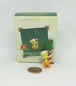 Hallmark-Miniature-Christmas-Ornament-A-SWEET-FOR-TWEETY-2003-wbx-amp-tg