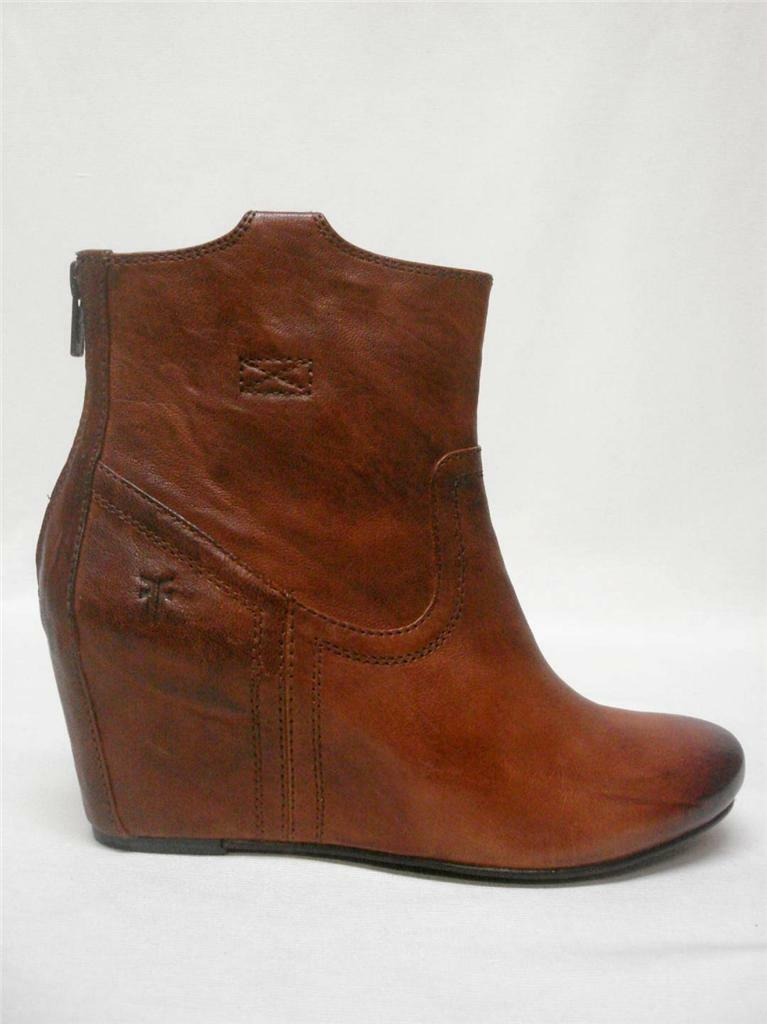 NIB FRYE CARSON WEDGE LEATHER ANKLE BOOTS BOOTIES COGNAC SIZE 9.5M