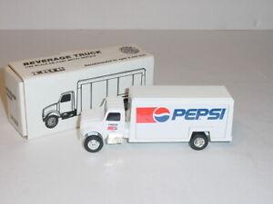1/64 ERTL Die-Cast Metal Pepsi Beverage Truck (#7697) 1992 Collector NIB!