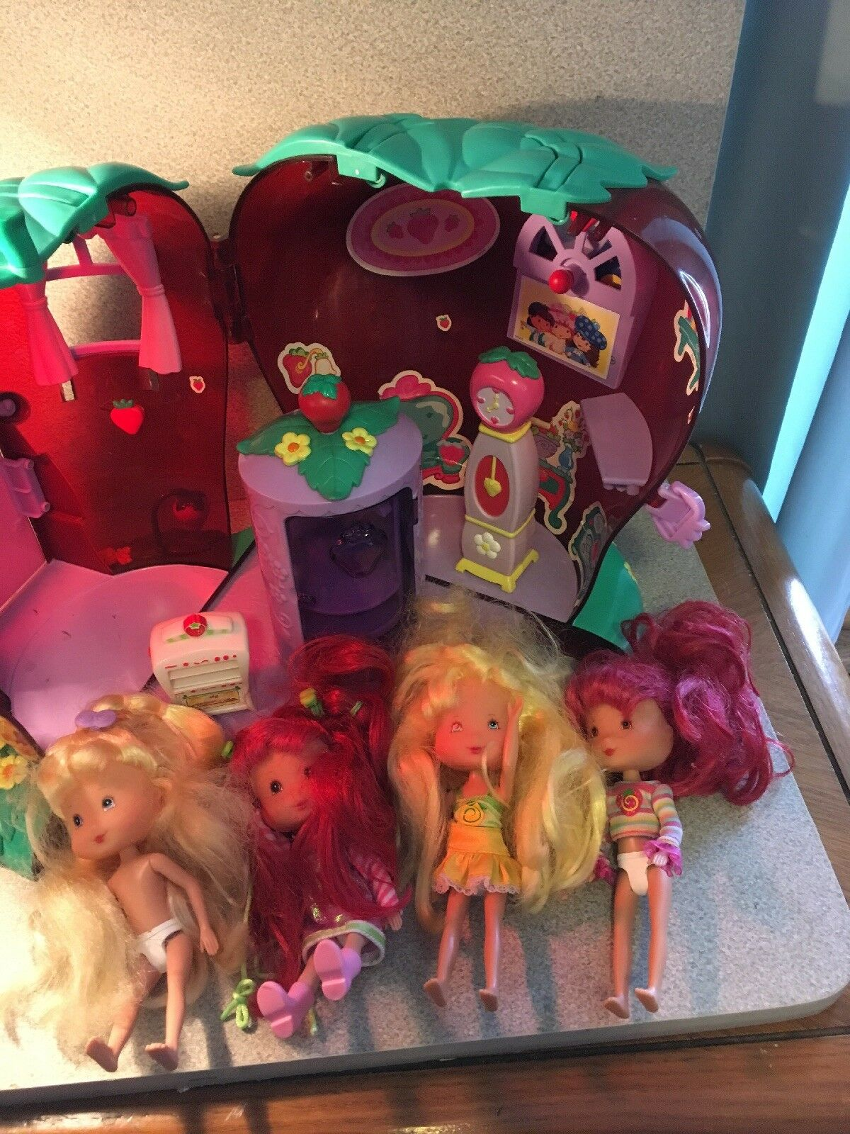 Strawberry Shortcake Berry Home Home Home With Accessories And Four Dolls 0ac4f4