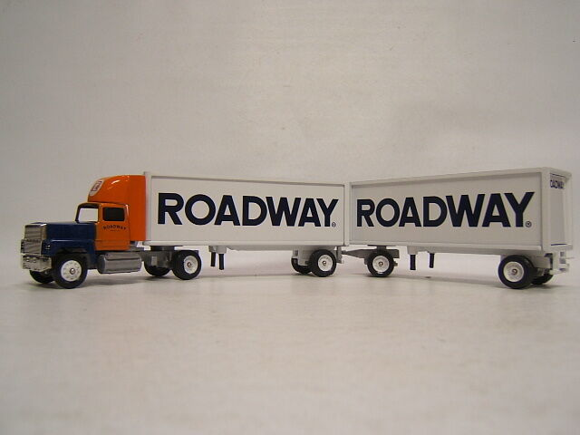 Winross Roadway Ford 9000 Cab w  Double Pup Trailers 1991