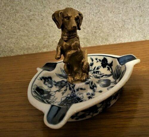 EDEL Porzellan Aschenbecher Zwiebelmuster blau mit Bronze Dackel Hund  #