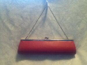 11-034-VINTAGE-Red-Faux-Leather-Baguette-Clutch-Tube-Purse-Bag-Silver-Chain-Handle