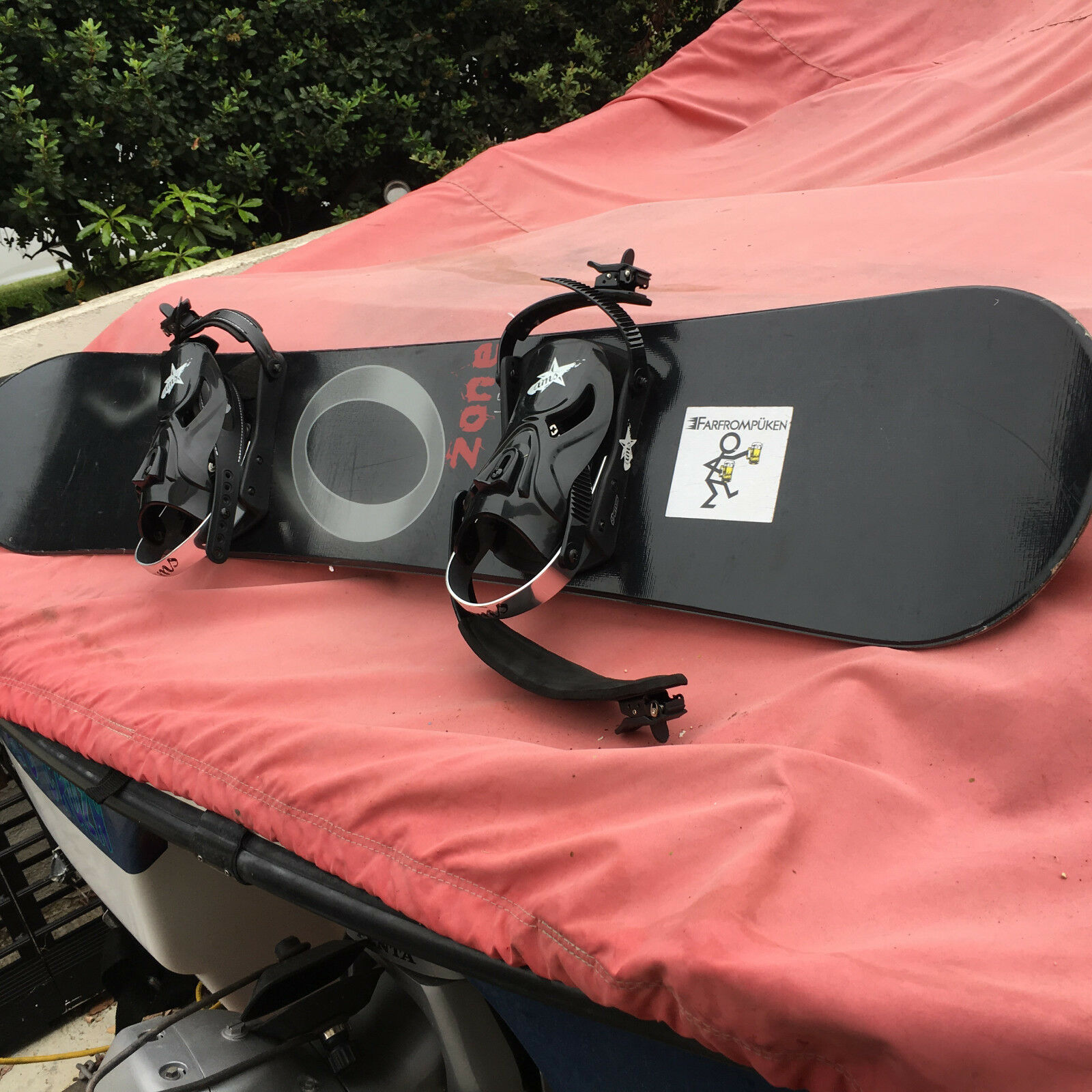 O-Zone 153 cm  Snowboard w Large bindings all come in a canvas carring bag