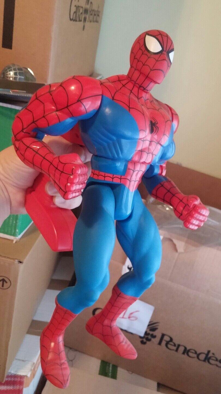 Figura gigante Spider-Man 33 cms con sonido y movimiento  Spidey fig. w sound