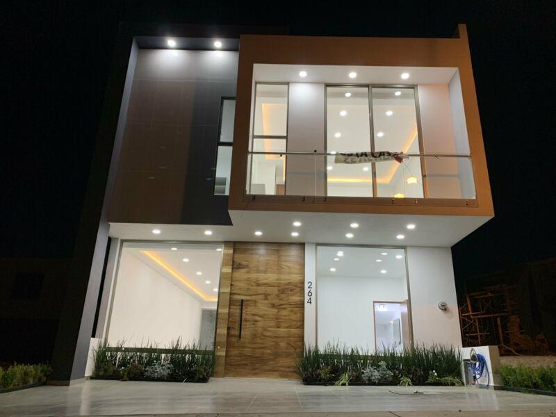 Casa en venta  4 recamaras dos niveles en la Cima de Zapopan