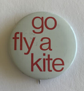 Vintage-Go-Fly-A-Kite-Pinback-Buttons