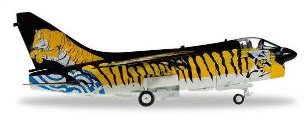 1 72 HELLENIC AIR FORCE A7-E CORSAIR II ARAXOS AIR BASE Herpa  Tiger Meet 580014