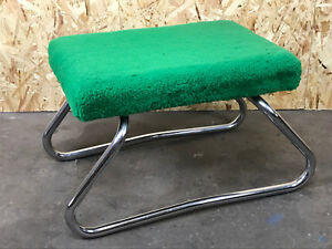 60er-70er-Jahre-Hocker-Fusshocker-mit-Tritt-Pluesch-Chrome-Space-Age-Design-60s