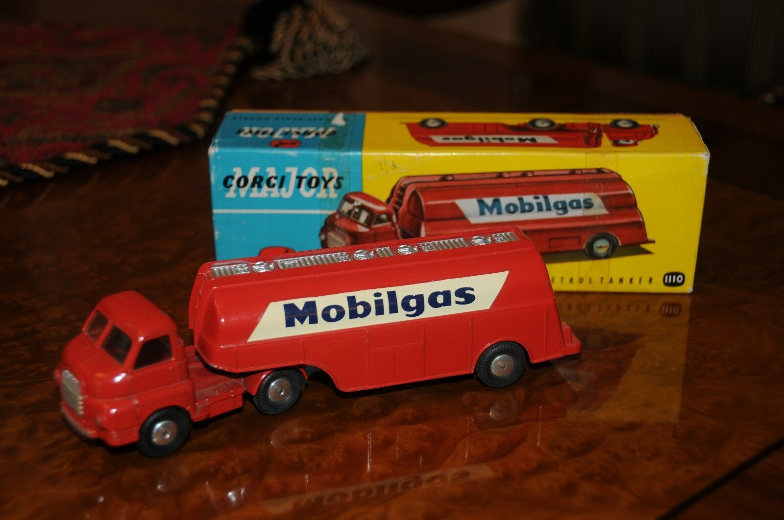Vintage Corgi Toys Major   MIB   Bedford Mobilgas Petrol Tank   Mobil   No.1110