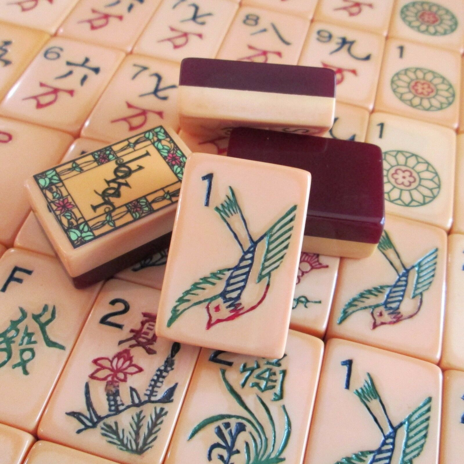 Vtg, Burgundy Two Two Two Tone 152 Tiles Mahjong Set Catalin Mah Jongg Ivorycraft color 6c368b
