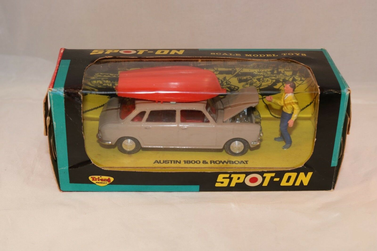 Spot-on Spoton 410 Austin 1800 & Rowboat perfect mint in box with figure