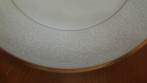 Salad-Plates-Dynasty-Gold-by-MIKASA-New-Old-Stock-set-of-4