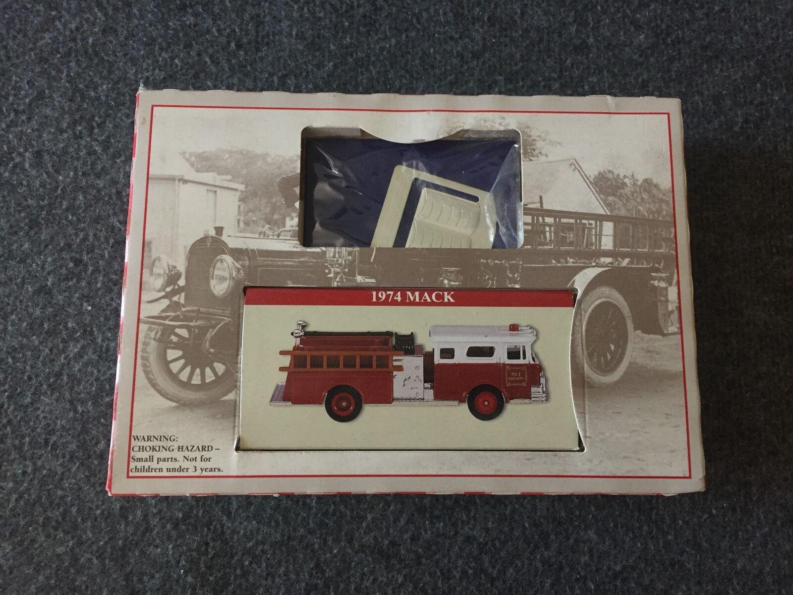 1974 Mack Fire Truck e libro Mark SET 2000 NUOVI LETTORI DIGEST GIFT PER TE