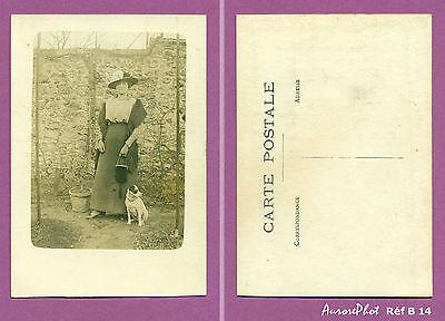 Briljant Photo Carte Postale Femme En Pose Dans Son Jardin Avec Son Chien Réf B14 In Veel Stijlen