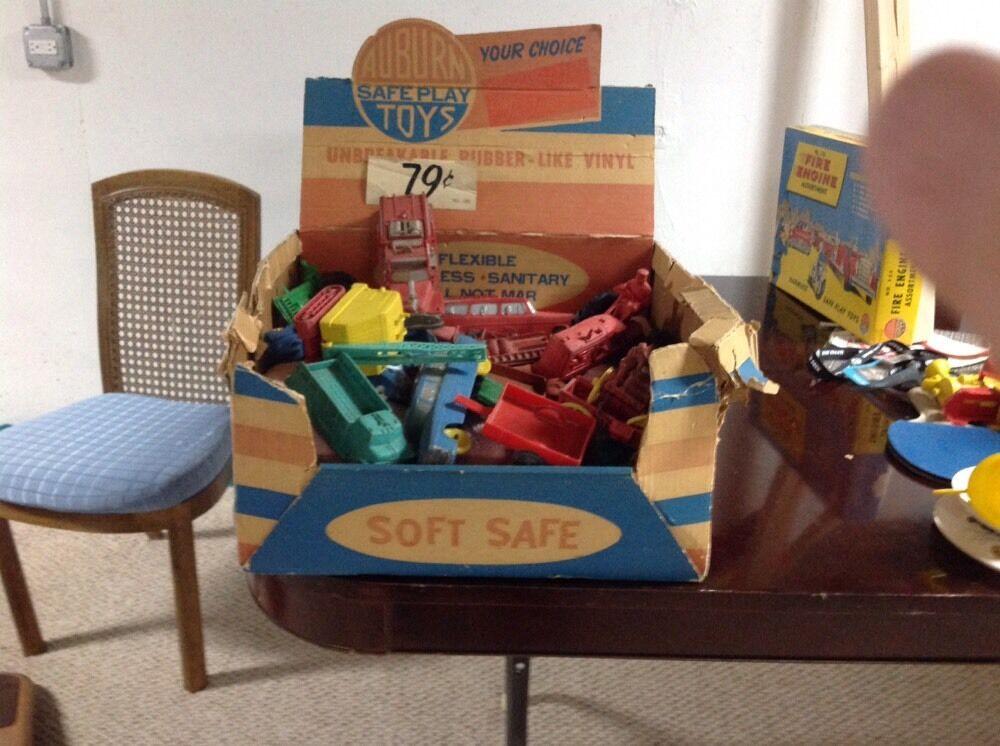 Auburn Rubber extremamujerte Raro Antiguo Década de 1960 caja de presentación y juguetes