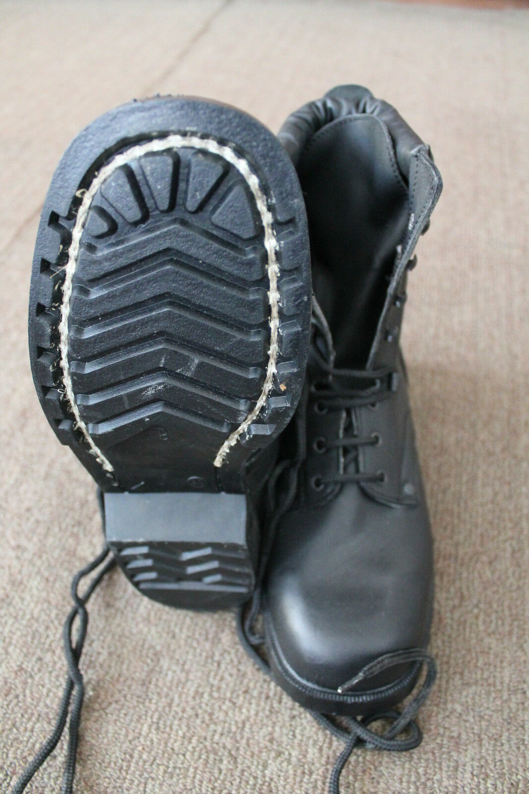 Men leather police boots appropriate for hunting and outdoor sports