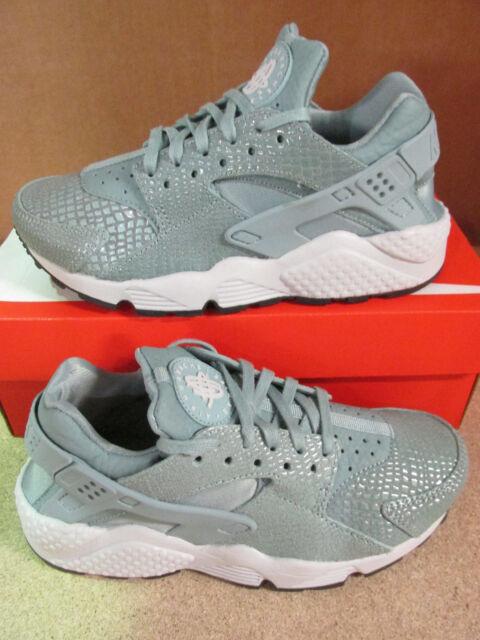 pretty nice d0b90 f6f9c nike womens air huarache run print running trainers 725076 006 sneakers  shoes
