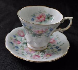 Vintage-ROYAL-ALBERT-Bone-China-England-SURREY-Set-Cup-amp-Saucer-Lyric-Shape
