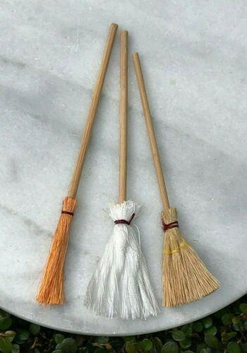 Miniature Dollhouse FAIRY GARDEN Accessories ~ Set of 3 Mop /& Brooms ~ NEW