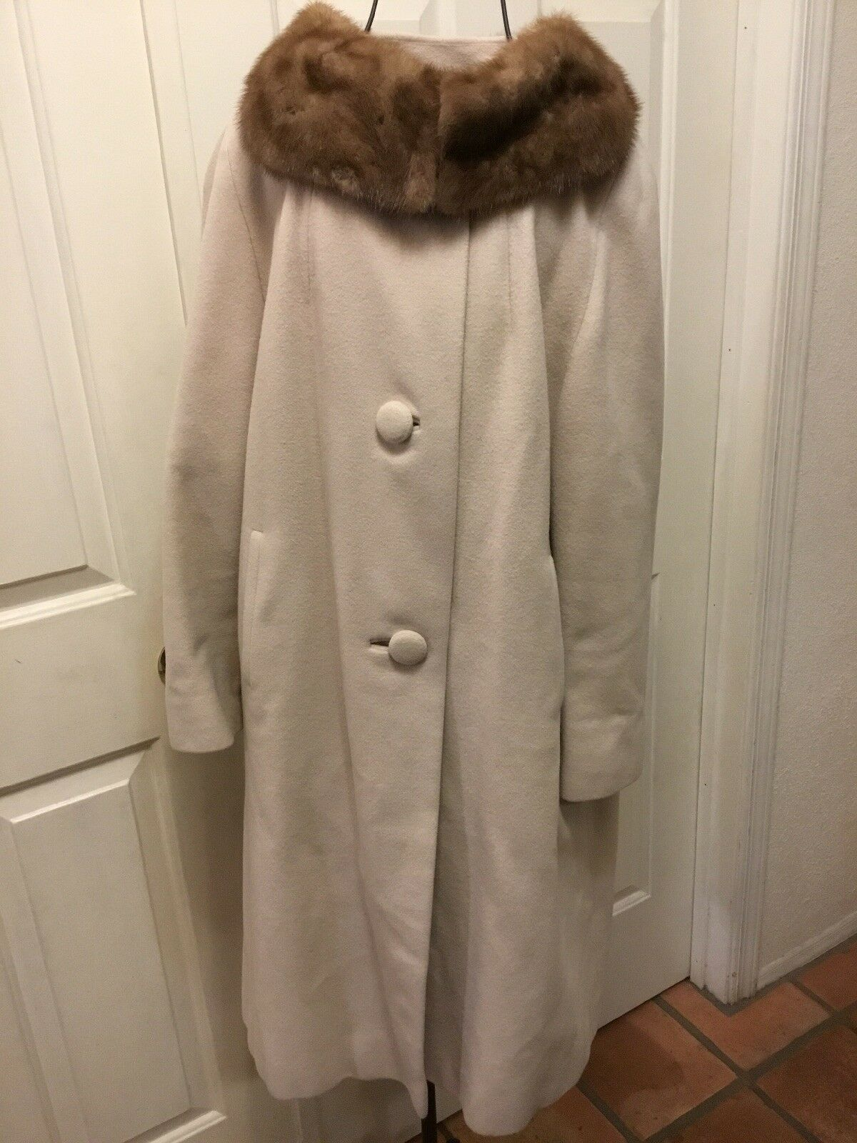 Vintage Womens Cream 100% Cashmere Coat Button Front Fur Collar Union USA Medium